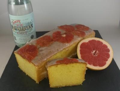 Fertig gebackener und aufgeschnittener Apóstoles-Grapefruit-Kuchen